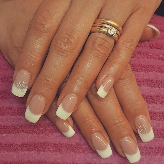 naglar fransk manikyr