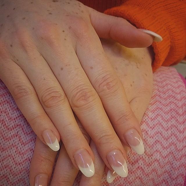 Mandelformade naglar