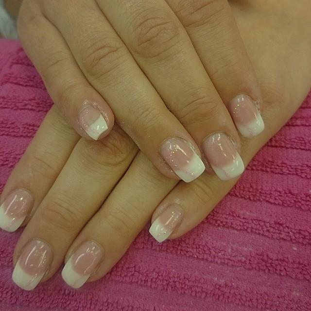 naglar fransk manikyr glitter