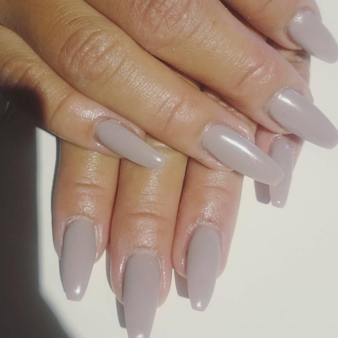 långa naglar